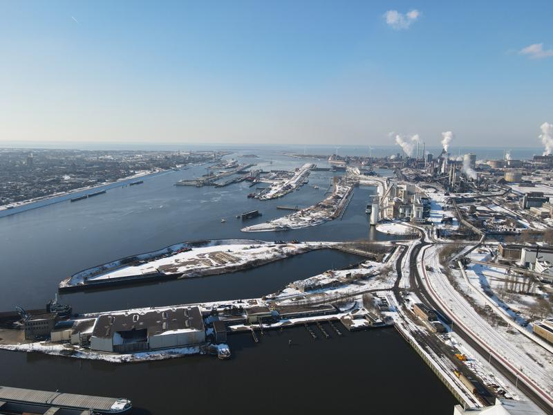 12 02 21 bouwterrein sneeuw 06