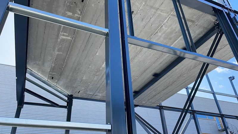 13 04 21 plaatsen betonplaten verdiepingsvloer 01