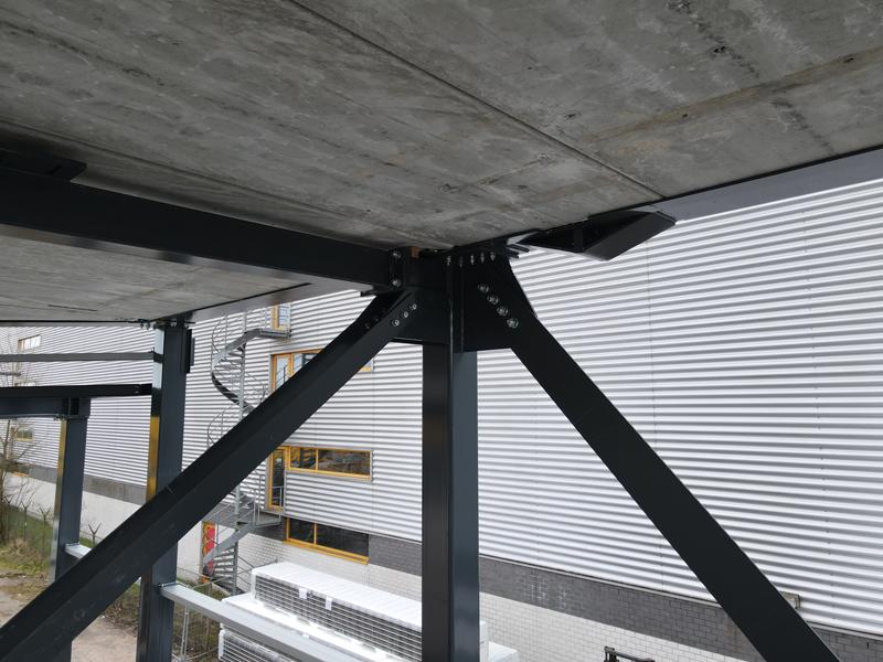 13 04 21 plaatsen betonplaten verdiepingsvloer 22