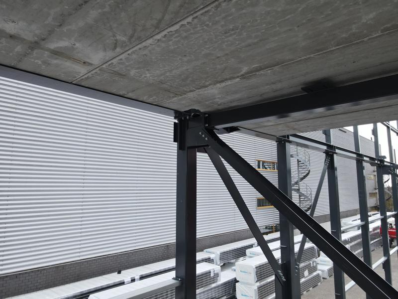 13 04 21 plaatsen betonplaten verdiepingsvloer 23
