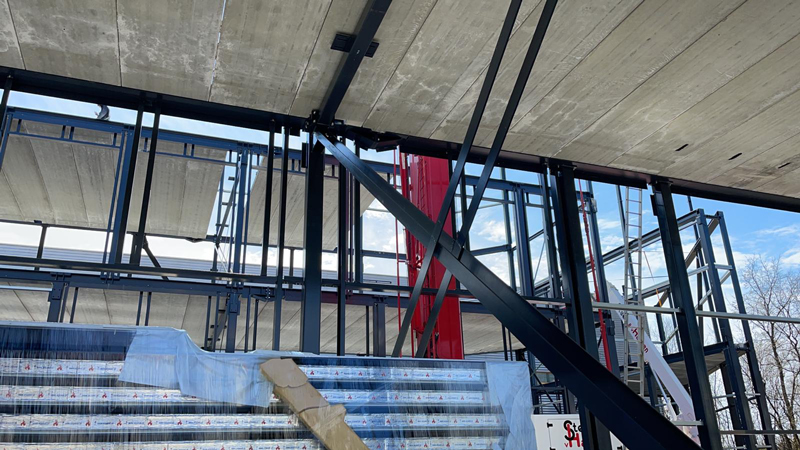 28 04 21 aanbrengen betonpanelen 2e verdieping 06