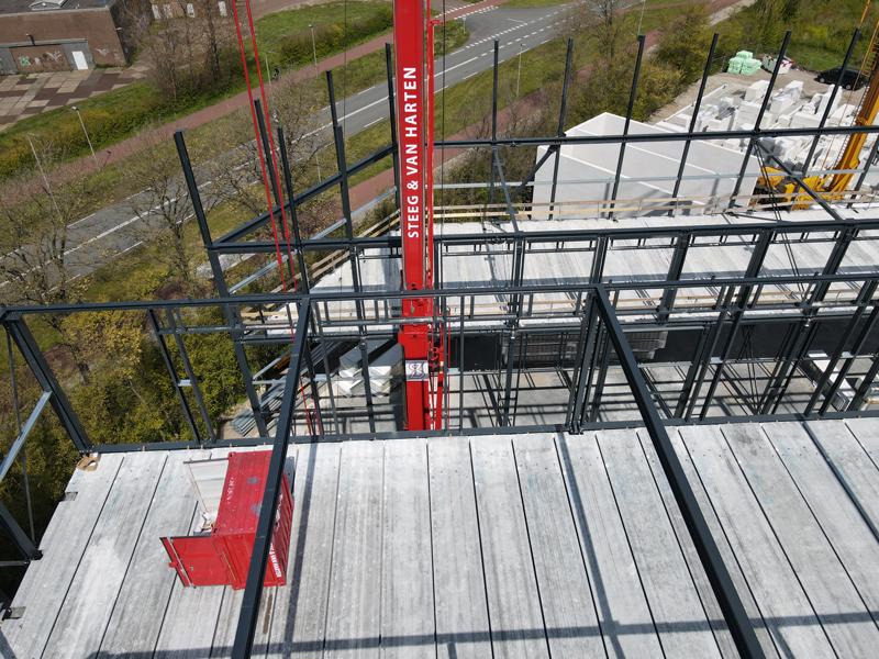 10 05 21 aanbrengen staal 2de verdieping 07