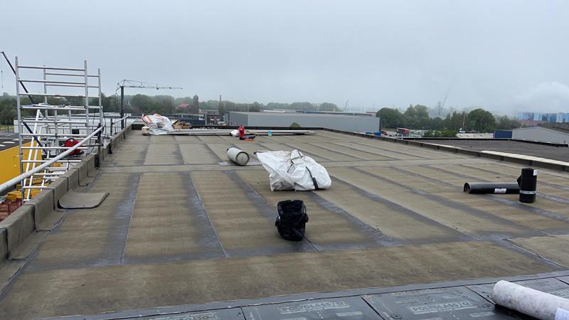 12 06 21 aanbrengen dakbedekking 06